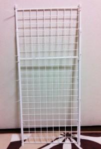 100円ショップ ダイソー(DAISO)手作り棚の作り方 突っ張り棒とワイヤーネットをつなぐ