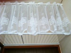100円ショップ ダイソー(DAISO)手作り棚の作り方 カフェカーテンをつける