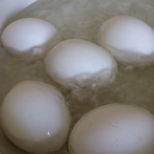簡単フライパンゆで卵の作り方 加熱3分節約レシピ!ツルッと剥ける!