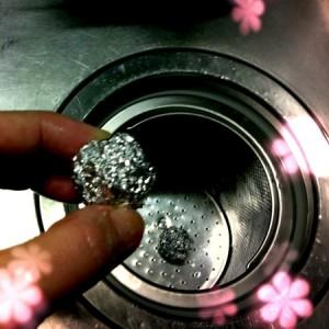 アルミホイルでシンクの排水口ゴミ受けをキレイに保つ方法